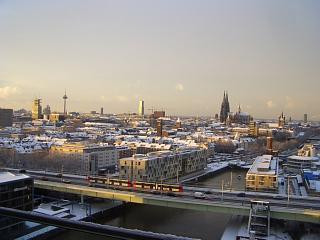 Blick aus dem Büro über das winterliche Köln